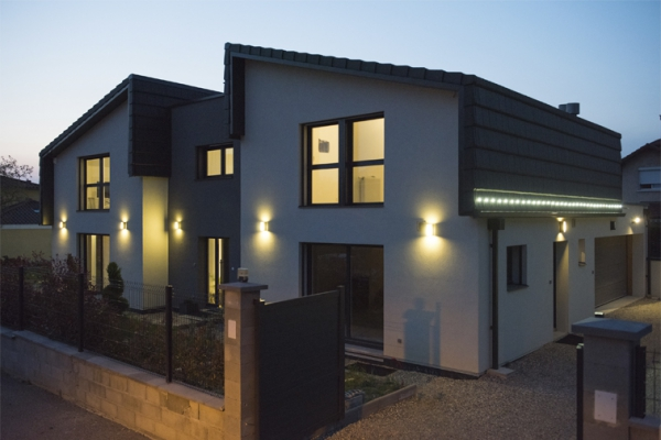 houseB1D9ECF9-7DE0-5FF4-B465-6090663A4070.jpg