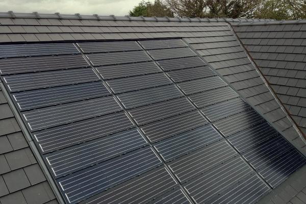 Dachówka solarna MAX i dachówka ceramiczna BEAUVOISE | Edilians-Zamarat