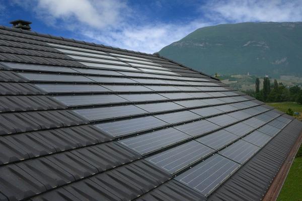 Dachówka fotowoltaiczne  PV i dachówka ceramiczna RHONA 10 | Edilians-Zamarat (1)