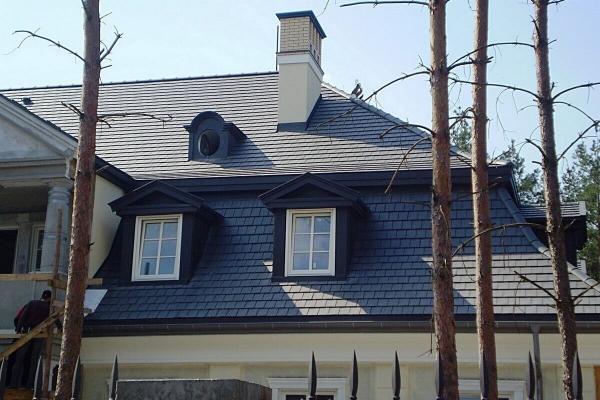 Dachówka ceramiczna ARBOISE RECTANGULAIRE - Ardoise. Dachówka zabytkowa i elegancka. ARBOISE Rectangulaire to dachówka sprawdzona, zabytkowa i elegancka, produkowana jest w Commenailles w regionie Franche-Comte. Wykonana w nowoczesnej technologii zakładkowej, która z uwagi na łatwość montażu sprawdza się w dachówkach najnowszej generacji